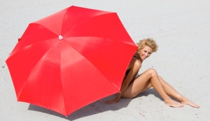 red-umbrella-woman-beach-628x363